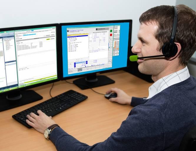"""Spezialisten bieten über die Helpline """"APP-Programmierung"""" Service und Beratung rund um Heidenhain-Software-Lösungen."""