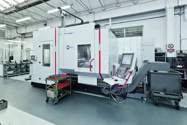Beim italienischen Familienunternehmen Fausti sind zwei 5-Achsen-CNC-Bearbeitungszentren vom Typ C 22 U mit dem Palettenwechsler PW 150 und dem Zusatzmagazin ZM 43 von Hermle im Einsatz.