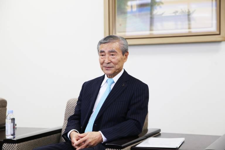 Die Zielsetzung, das zu entwickeln, was nicht existiert, ist auch die Idee hinter unserer Markenbotschaft 'Open Possibilities'. Dieser Leitgedanke wird auch in Zukunft Innovationen bei Okuma vorantreiben.   Yoshimaro Hanaki, Präsident & CEO der Okuma Corporation