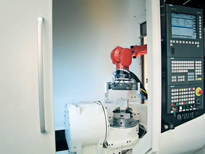Das gemeinsam mit dem italienischen Roboterhersteller Comau entwickelte Produkt Sinumerik Run MyRobot /DirectControl ermöglicht es, die Roboter-Kinematik vollständig in eine CNC zu integrieren.