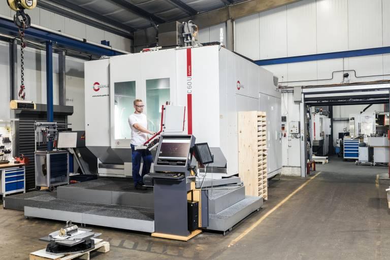 Für die wirtschaftlcihe Bearbeitung von Großteilen setzt die Marks GmbH auf das 5-Achsen-CNC-Hochleistungs-Bearbeitungszentrum C 60 U von Hermle.