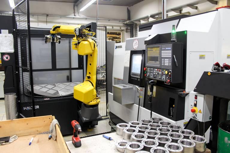 Optimierte Schichten und Bedienerfreundlichkeit waren für die Karl Gotschlich GmbH ausschlaggebende Faktoren, in eine LB3000 EXII mit Halter LoadAssistent zu investieren.