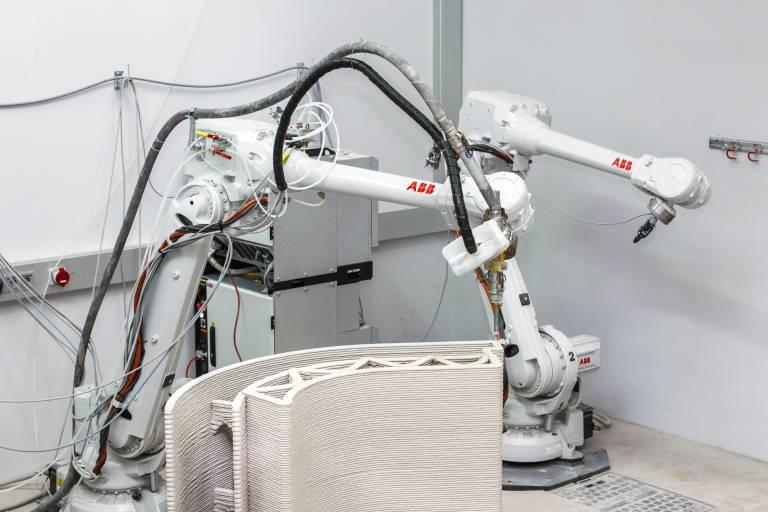 Bei Baumit sind zwei ABB IRB 4600-40/2.55-Industrieroboter in Verbindung mit einer Standard IRC 5-Steuerung als Systemdemonstrator im Einsatz.