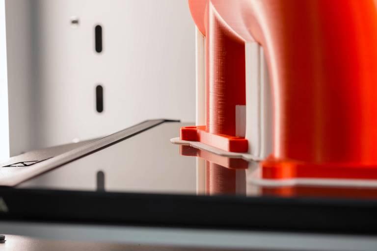 Saubere Verarbeitung von zwei Materialien im 3DGence Industry F340 ist selbstverständlich.