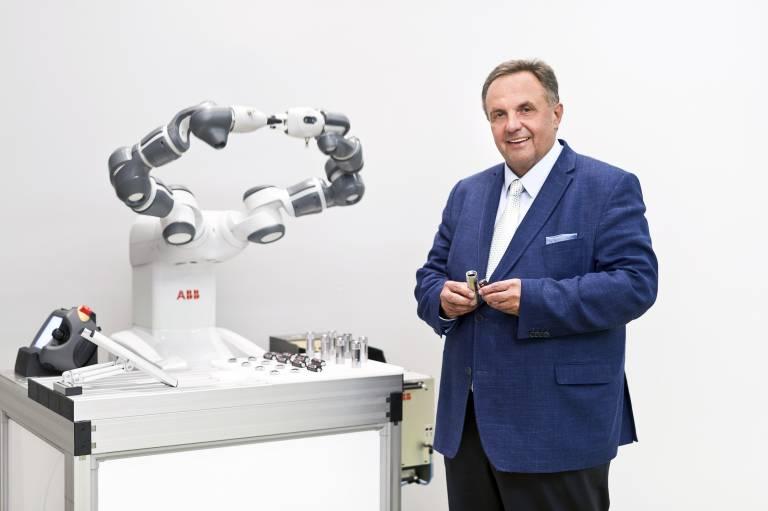 Zukunftsträchtige Innovationen – beispielsweise in den Bereichen künstliche Intelligenz oder kollaborative Robotik – werden bei ABB nicht nur in unternehmenseigenen Forschungszentren, sondern auch in zahlreichen Kooperationspartnerschaften mit Startups gefördert. (Bild: Daniel Auer)