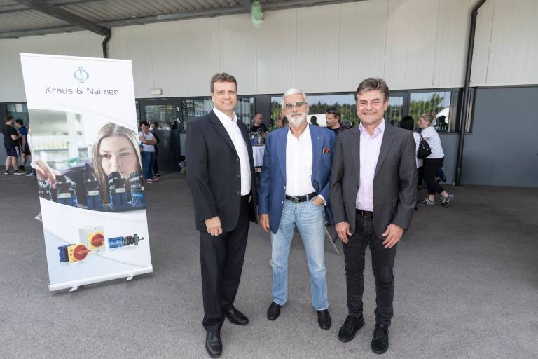 V.l.: Karl Kohlhofer MSc (Betriebsleiter K&N Weikersdorf), Joachim Laurenz Naimer (Konzernleitung), Ing. Ernst Gmeiner (Geschäftsführung Kraus & Naimer-Gruppe)  (Bildquelle: @David Rudolf)