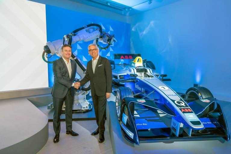 Ulrich Spiesshofer, CEO von ABB und Alejandro Agag, Gründer und CEO der Formel E bei der Partnerschaftsvereinbarung in London.