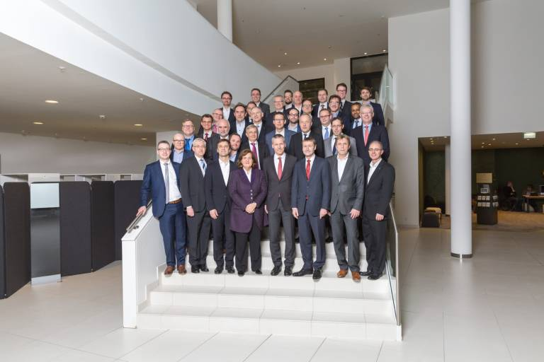 """Zu den Gründungsmitgliedern von """"MindSphere World"""" gehören neben der Siemens AG die Unternehmen: ASM Assembly Systems, Chiron Group SE, Eisenmann SE, Festo, Gebr. Heller Maschinenfabrik, Grob-Werke, Heitec, Index-Werke, J. Schmalz, Kampf Schneid- und Wickeltechnik, Kolbus, Kuka, FFG Europe & Americas (MAG IAS), Nordischer Maschinenbau Rud. Baader, Rittal, Sick, Trumpf Werkzeugmaschinen und Michael Weinig."""