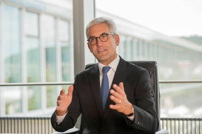 Ulrich Spiesshofer, CEO der ABB Gruppe, hat eine weltweite strategische Partnerschaft zwischen ABB und HPE angekündigt.