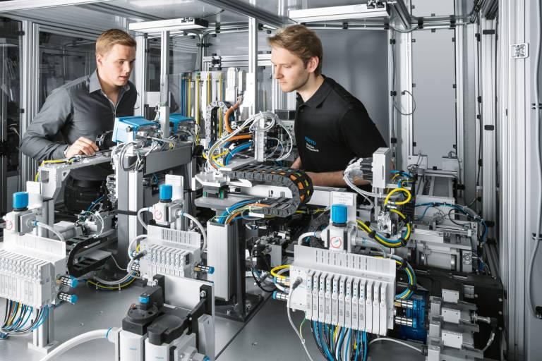 Festo begleitet Kunden technologie- und herstellerunabhängig mit Safety CE-Services.