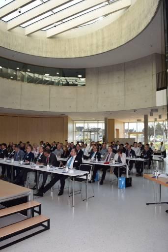International Sales Meeting bei mayr Antriebstechnik – Vertreter der weltweiten Niederlassungen und Vertretungen sowie Vertriebsexperten aus Deutschland tagten im Foyer des neuen Kommunikationszentrums mayr.com.