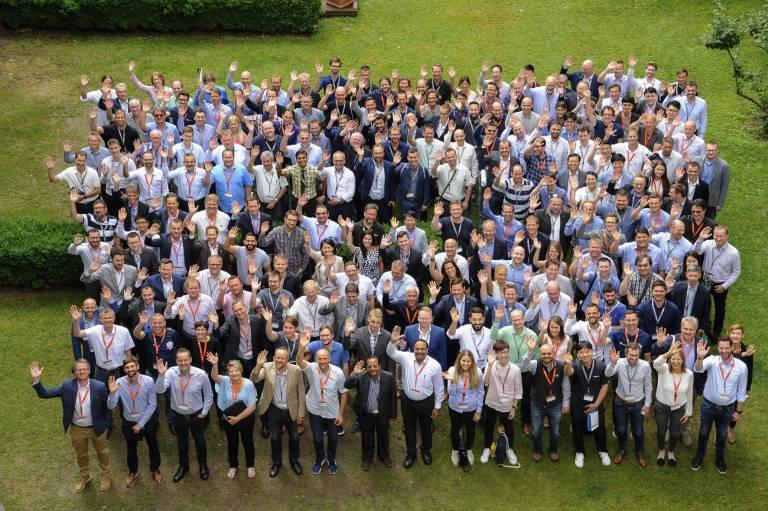 """215 Teilnehmer von 98 Unternehmen aus 30 Ländern trafen unter dem Eventmotto """"World Cup of Automation"""" in Wien zur Copa-Data Global Partner Academy 2018 zusammen. (Bild: Stefanie Starz, www.starz.at)"""