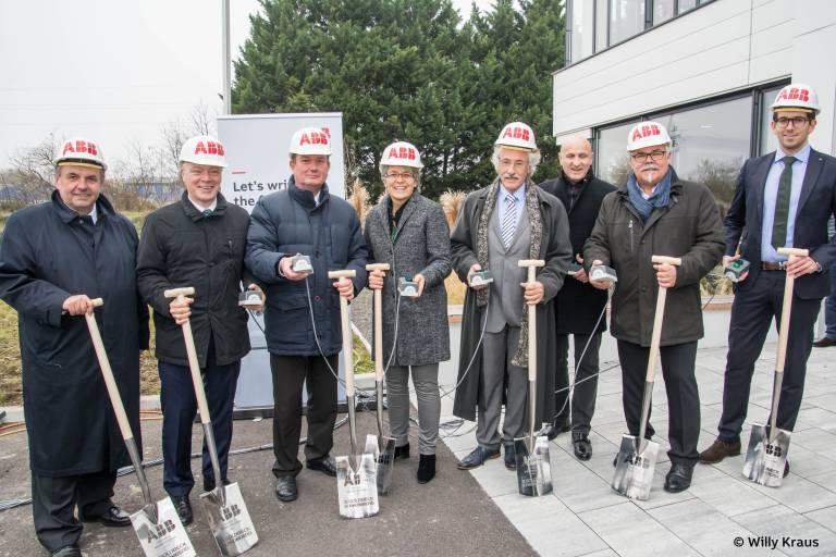 Die ABB AG in Österreich bezieht Ende 2018 ihren neuen Firmensitz in Wiener Neudorf. Der Spatenstich dafür erfolgte am 24. November 2017.