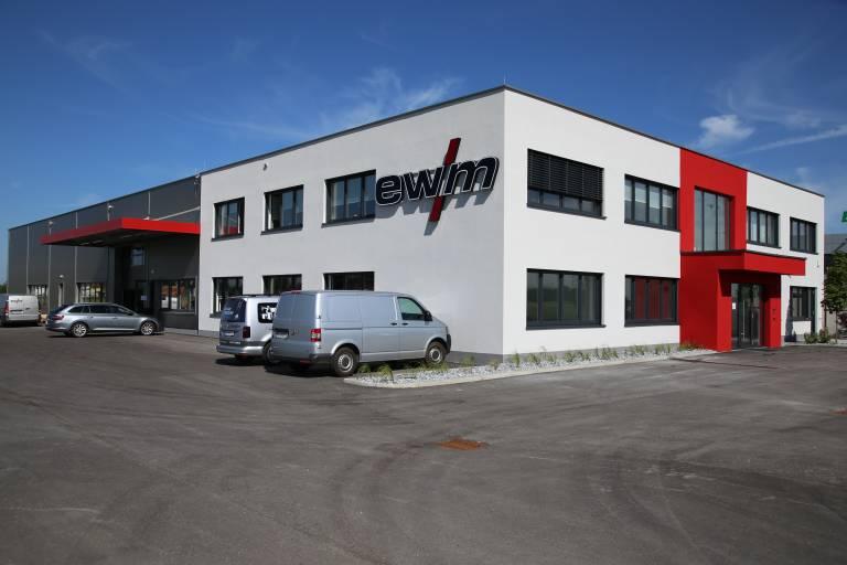 Rund 3,5 Millionen Euro hat EWM in den Neubau in Eberstalzell (OÖ) investiert. (Bilder: x-technik)