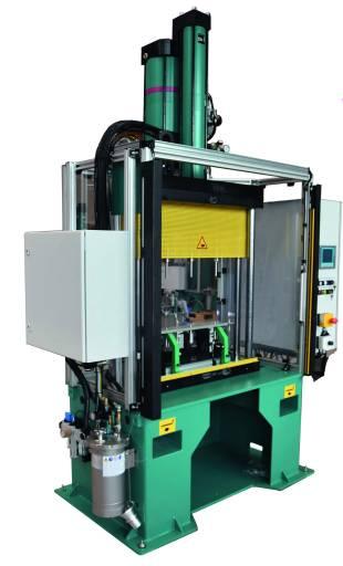 Das komplette Pressensystem zum Verbinden von zwei Alublechen zur Baugruppe Hitzeschutzblech.