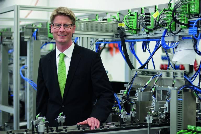 Die Vernetzung von Maschinen und Menschen ist eine wichtige Maßnahme, die sich bei uns dementsprechend in vielen aktuellen Projekten widerspiegelt.  Dr. Frank Possel-Dölken, Vice President Corporate Technology & Value Chain, Phoenix Contact GmbH & Co. KG