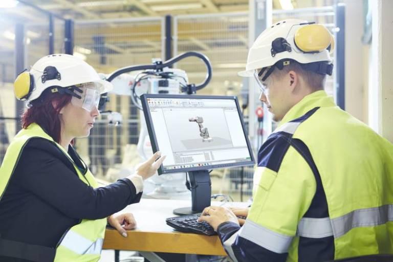 Das Bestandsoptimierungs-Angebot von ABB beinhaltet regelmäßige Analysen des Allgemeinzustands und der Leistungsfähigkeit der Roboter. Außerdem werden Anregungen für weitere Performance-Steigerungen gegeben.