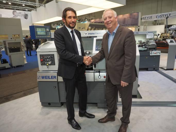Wie schon im Jahr 2016 fördern Kunzmann und Weiler die AustrianSkills mit ihren Maschinen. Michael Eisler, MBA, Weiler-Geschäftsführer (links), mit Stefan Praschl, der die AustrianSkills als Technischer Delegierter unterstützt.