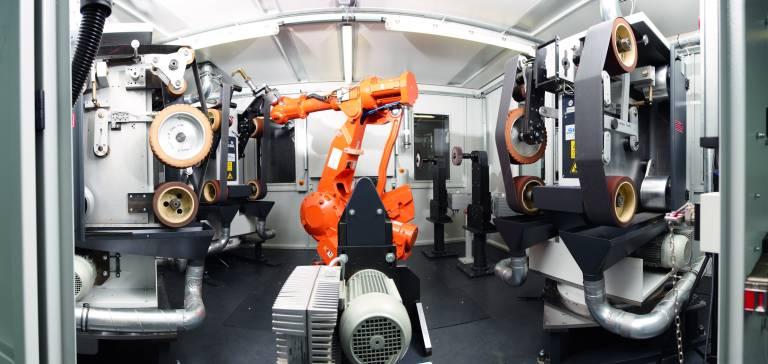 SHL realisiert unter anderem robotergestützte Anlagen zum effizienten Schleifen und Polieren von Armaturen.
