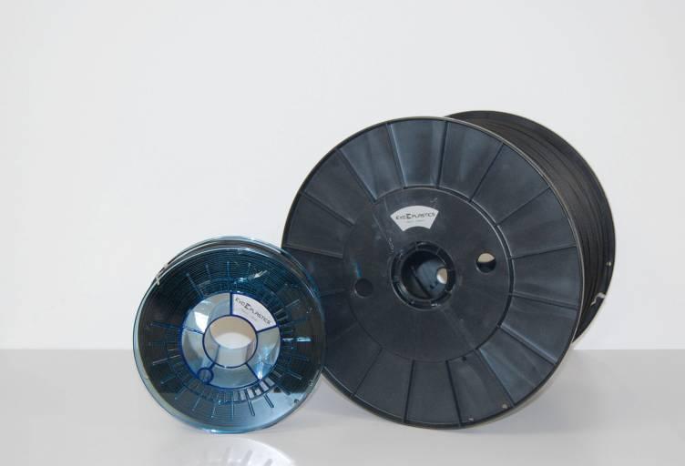 Im EL-102 können PA-CF-Filamentspulen mit bis zu 10 kg untergebracht werden, was auch großformatige Drucke ohne Spulenwechsel erlaubt.