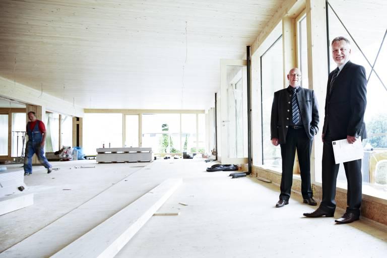 Die beiden Geschäftsführer von 1zu1, Hannes Hämmerle (links) und Wolfgang Humml, investieren bis 2020 erneut sieben Millionen Euro in den Standort Dornbirn. (Bild: Adolf Bereuter)