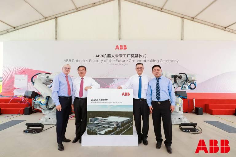Feierlicher Event zum Baustart: Politische Vertreter, ABB-Kunden und Führungskräfte des Unternehmens nahmen an der Grundsteinlegung teil.
