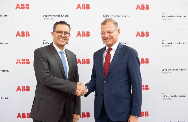 Im Rahmen einer mehrtägigen Delegationsreise in der Schweiz besuchte Oberösterreichs Landeshauptmann Thomas Stelzer auch die Konzernzentrale von ABB. Hier ist er mit Sami Atiya, Mitglied des ABB Konzernvorstands, zu sehen.