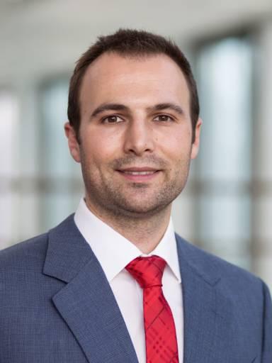 """Philipp Abele, M. Sc., ist Berechnungsingenieur im Entwicklungskreis """"Auftragskonstruktion Präzisionsgetriebe"""" bei SEW-Eurodrive in Bruchsal."""