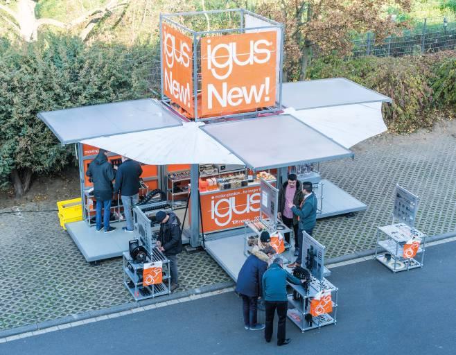 Mit innovativen Neuheiten aus der Energieführungs- und Gleitlagertechnik im Gepäck macht die igus Roadshow Station direkt beim Kunden vor Ort.