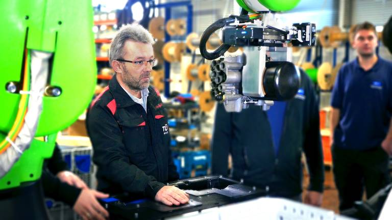 TÜV Austria-Experte Andreas Oberweger spricht über Mensch-Roboter-Kollaboration bei Fachveranstaltungen der kommenden Monate. (Bild: TÜV Austria, Andreas Amsüss)
