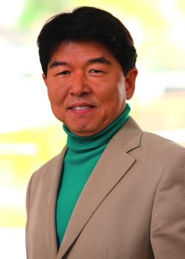 """""""Wir profitieren sehr vom umfassenden Know-how unserer Mitarbeiter. Die zehn langjährigsten Kollegen bringen es zusammen auf 125 Jahre Erfahrung mit Beckhoff-Produkten"""", so Key Yoo, Geschäftsführer Beckhoff Korea."""