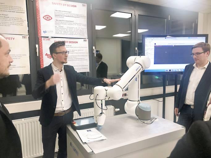 """Das neue TÜV Austria Technology & Innovation Center in Wien-Inzersdorf will mit zukunftsorientierten Konzepten die digitale Transformation vorantreiben. Von der Web-Plattform """"TÜV AUSTRIA Inspection Manager"""" bis zu Robotik und Artificial Intelligence."""