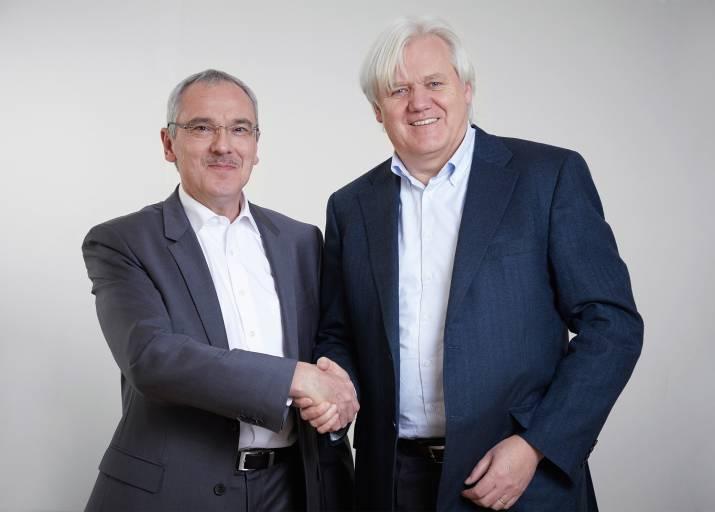 V. r.: Hans Beckhoff, Geschäftsführender Inhaber von Beckhoff Automation, und Martin Kristof, Geschäftsführer der ADL Embedded Solutions GmbH, freuen sich, die Übernahme von ADL in die Beckhoff-Unternehmensgruppe bekannt zu geben.