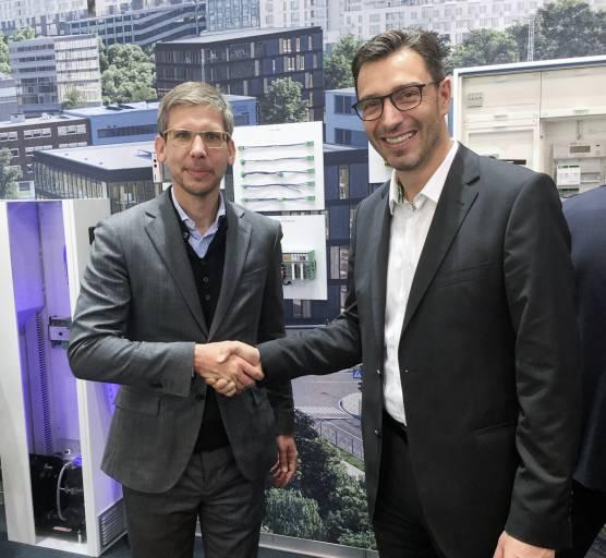 V. l.: Phoenix Contact und Venios wollen IoT-Plattformlösung bereitstellen: Dr. Jonas Danzeisen, Geschäftsführer Venios, und Ulrich Leidecker, Leiter Business Area Industry Management und Automation, Phoenix Contact.