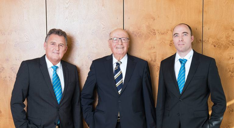 V.l.: Generationenübergreifende Geschäftsführung bei mayr® Antriebstechnik: Günther Klingler, Fritz Mayr und Ferdinand Mayr.