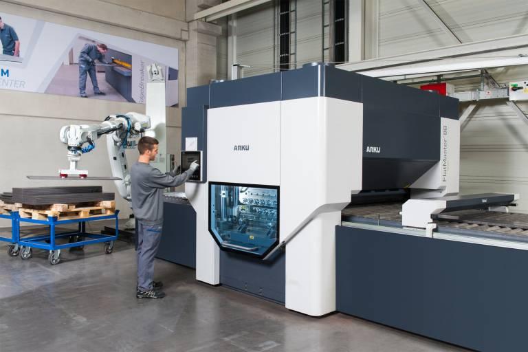 Die Präzisionsrichtmaschine FlatMaster mit Roboter-Automatisierung und Qualitätskontrolle: für ihre Innovationskraft wurde ARKU nun in der Wirtschaftswoche ausgezeichnet.