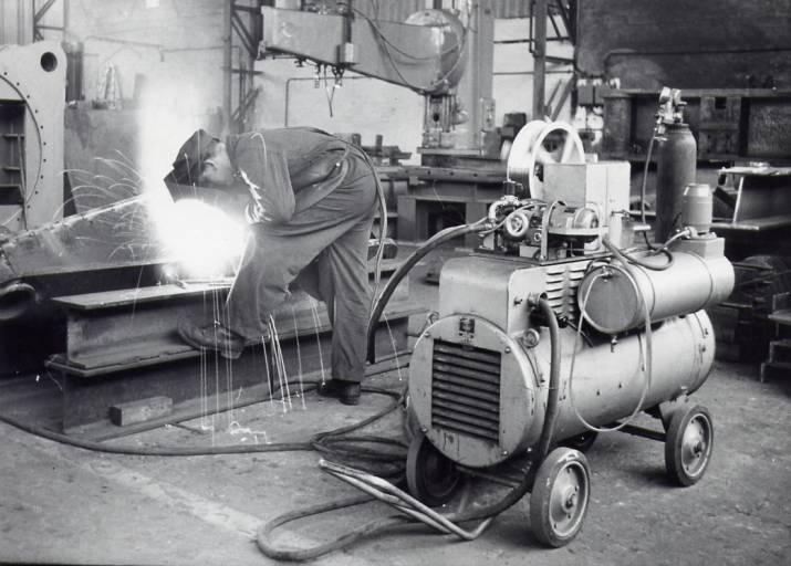 1956 führt Cloos die CO2-Schutzgasschweißtechnik ein.