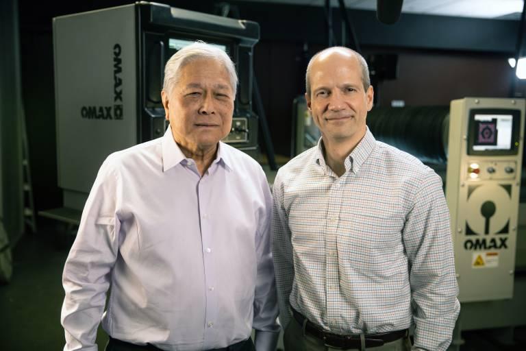 Gehen in Zukunft gemeinsame Wege: Omax-CEO John Cheung (links) und Hypertherm-Präsident Evan Smith.