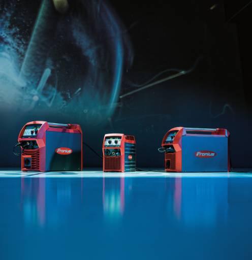 Die multiprozessfähigen Schweißgeräte TransSteel 3500 C, TransSteel 2200 und 2700 (v.l.n.r.) von Fronius beherrschen die Prozesse WIG, MIG/MAG und E-Hand auf gleichhohem Niveau und bieten dem Anwender so hohe Flexibilität mit nur einem Gerät.
