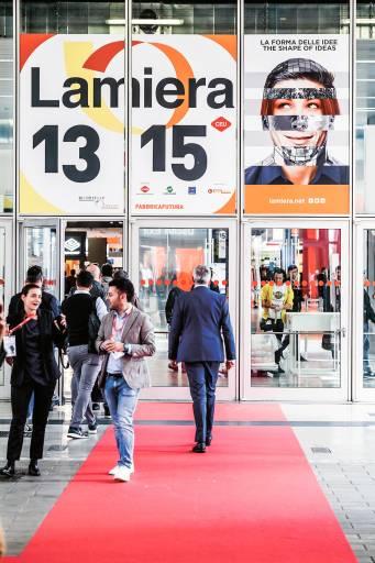 Im Mittelpunkt der Lamiera 2019 standen 518 Unternehmen, deren Stände in drei Hallen mit einer Gesamtausstellungsfläche von über 50.000 Quadratmetern untergebracht waren.