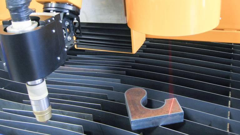 Der Scanner ermittelt die exakte Position des Bauteils auf dem Schneidtisch. (Bilder: MicroStep Europa GmbH)