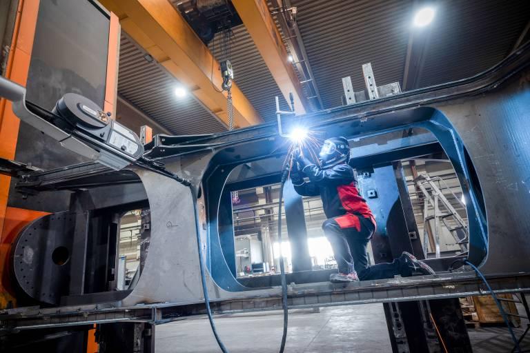 Bei der manuellen Anwendung werden die gleichen Verschleißteile verwendet wie bei der Automatisierung, darunter die M9-Stromdüsen von EWM. ISW bewertet das als besonders vorteilhaft.