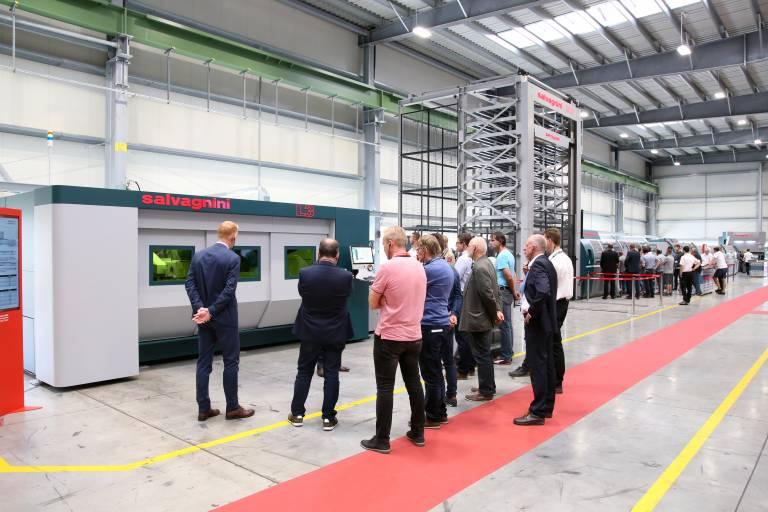 Auf insgesamt acht Stationen präsentierte Salvagnini seine geballte Lösungskompetenz in der Blechbearbeitung.