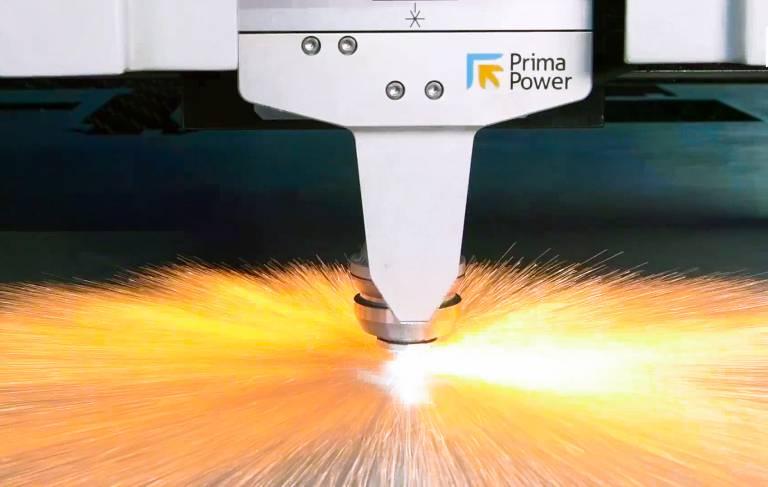 Der Faserlaserkopf der Laser Sharp ist auf eine hohe Schneidqualität und Dynamik bei allen Werkstoffen ausgelegt.