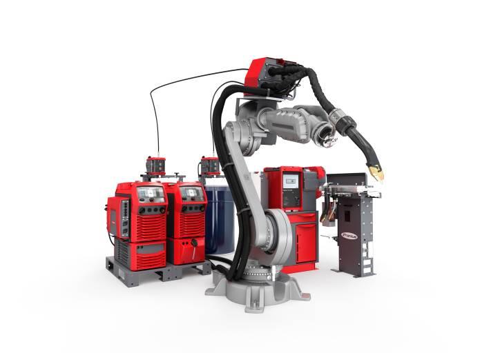 Das TPS/i TWIN Push Schweißsystem besteht aus zwei leistungsstarken TPS/i-Schweißgeräten, dem TWIN-Controller, einem kompakten Vorschub, einer Kühlung, Schlauchpaketen und dem TWIN-Schweißbrenner. Die neue Brennerreinigungstation Robacta TSS/i TorchServiceStation und die TX TWIN Schweißbrenner-Wechselstation komplettiert das System. (Bilder: Fronius International)