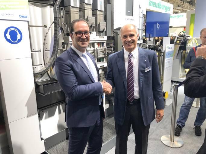 Armin Chiesola, Mitglied der Geschäftsleitung und Leiter Verkauf bei Meusburger, und Mathias Bihler, Geschäftsführender Gesellschafter, freuen sich über die erfolgreiche Zusammenarbeit.