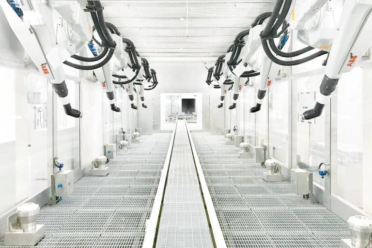 """Durch die Überwachung und Analyse der Daten aus Produktionsprozessen und eingesetztem Equipment können Automobilhersteller ihre Lackieranlagen mit """"ABB Ability for Paint"""" jetzt noch effizienter gestalten."""
