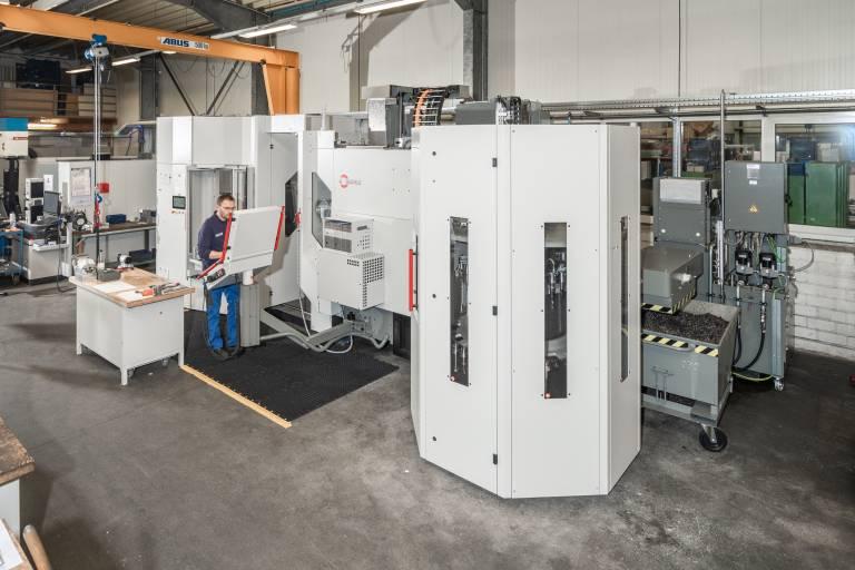 Um seine Kapazitäten auszubauen, investierte der Werkzeug- und Maschinenbauer Schmidt und Remmert in ein neues Bearbeitungszentrum von Hermle.