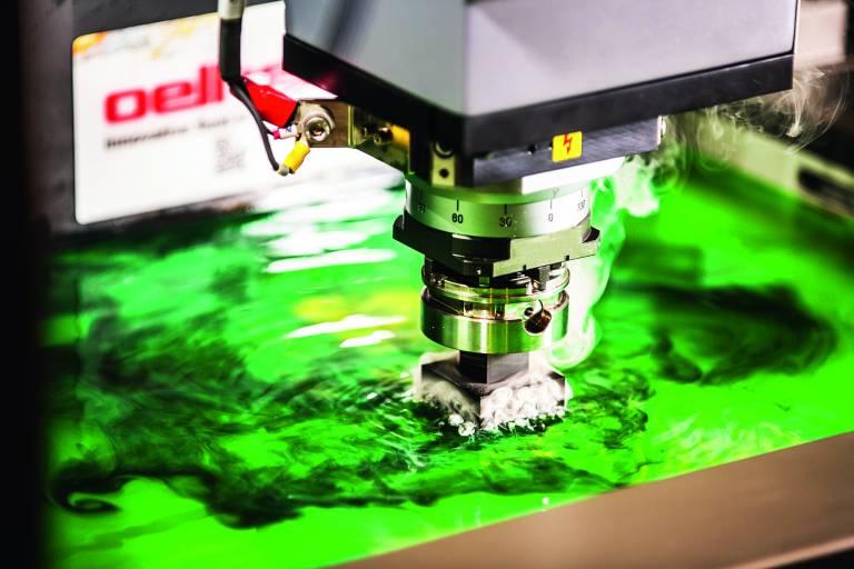 Das Universal-Dielektrikum IonoPlus IME-MH der oelheld GmbH bietet optimale Spüleigenschaften und hohe Durchschlagfestigkeit.