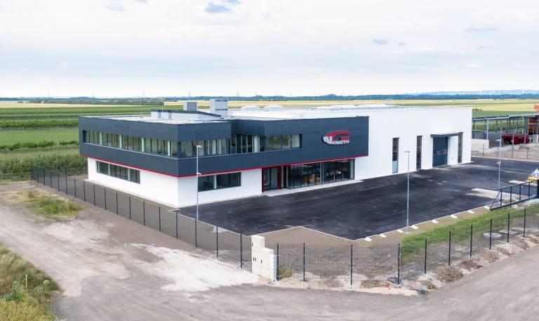 Modern, technikorientiert und mit Blick in die Zukunft: So präsentiert sich die Georg Nemeth Werkzeugmaschinen GmbH an ihrem neuen Unternehmenssitz in Oberwaltersdorf.